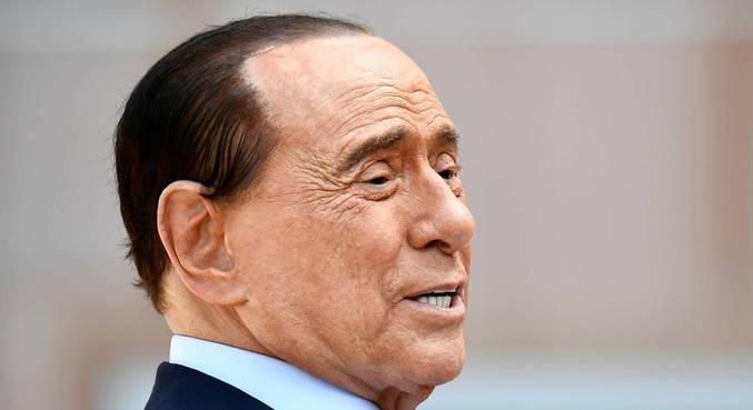 Silvio Berlusconi é internado na Itália para 'monitoramento de rotina'