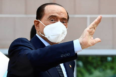 Berlusconi se recupera do coronavírus
