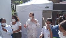 Silvio Santos é vacinado contra a covid-19 e filhas comemoram