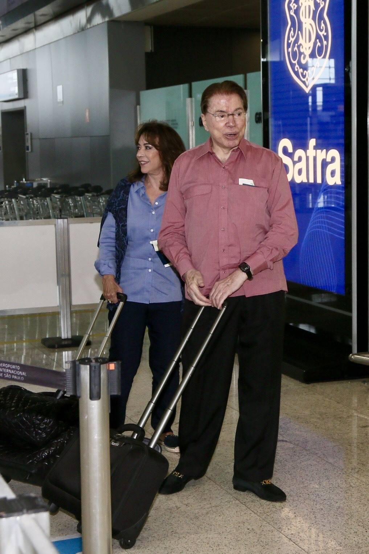Silvio Santos é visto em aeroporto antes de viajar para os