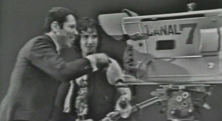 Silvio Santos e Roberto Carlos nos bastidores da antiga TV Record