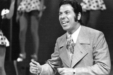 Domingo Espetacular exibe reportagem especial, preparada por Roberto Cabrini, sobre a trajetória de Silvio Santos