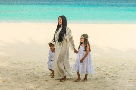 Cantora está de férias nas Maldivas