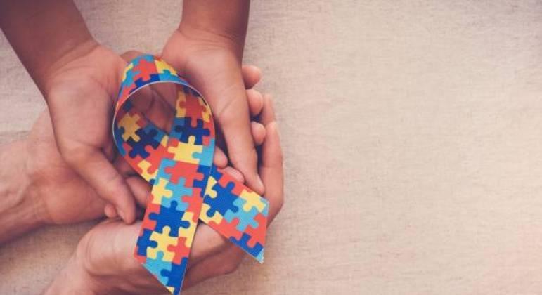 Fita com quebra-cabeça foi escolhida como símbolo do TEA para demonstrar sua complexidade
