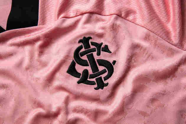 Símbolo do Internacional na camisa nova.
