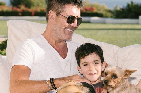 Simon Cowell passa a quarentena com a família