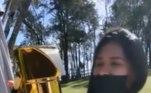 Uma garrafa térmica banhada a ouro. Esse foi o presente que Simone Mendes ganhou da irmã, Simaria, em seu aniversário de 37 anos, em 24 de maio deste ano. O objeto nada básico custa cerca de R$ 2.350.