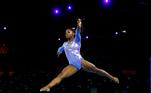 Simone Biles A ginasta americana pode ser considerada o principal nome da atual edição dos Jogos Olímpicos. Sua história pessoal e seu desempenho público após a revelação do 'caso Nassar' deram a ela uma projeção que transcende os limites de seu esporte.Em Tóquio, a atleta de 24 anos buscará o maior número de títulos olímpicos na ginástica (9), conquistado por Larissa Latynina entre os anos 1950-1960, então representando a União Soviética. Biles vai participar de seis provas na capital japonesa