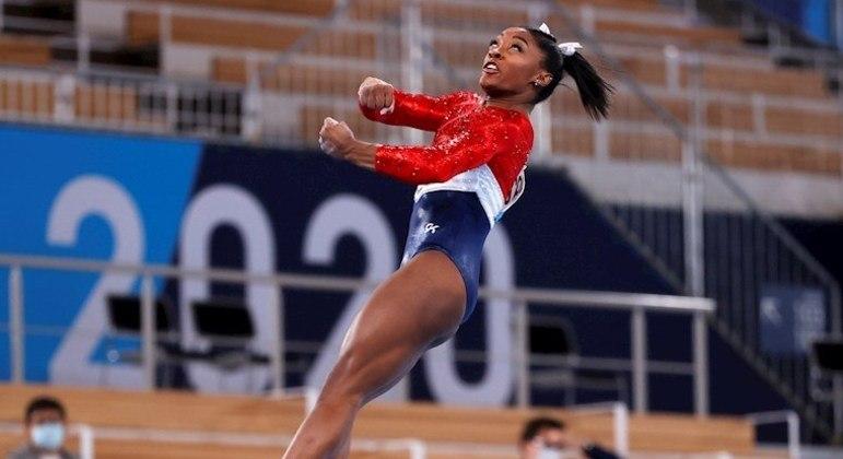 Simone Biles abriu mão de disputar provas nos Jogos de Tóquio para priorizar saúde emocional