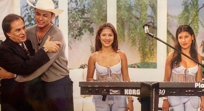 Simone e Simaria ainda adolescentes como backing vocals de Frank Aguiar