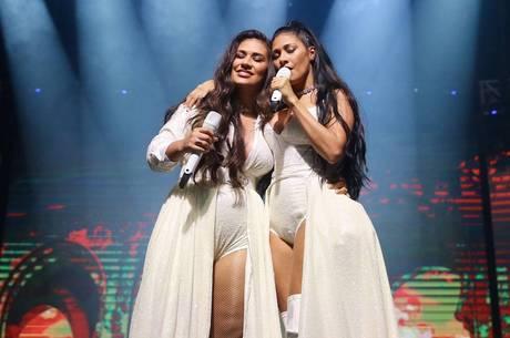 Simone e Simaria se emocionaram na volta aos palcos