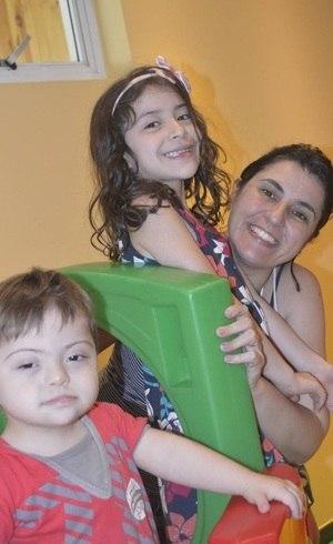 Simone com Livia e Arthur