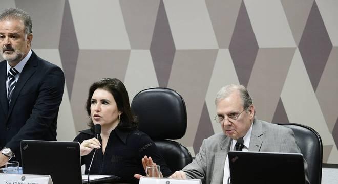 Simone Tebet e Tasso Jereissati dizem que proposta não volta para Câmara