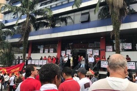 Apoiadores de Lula se reúnem no sindicato