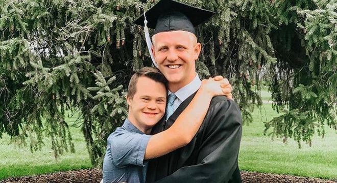 Além de irmãos, Will e Henry são melhores amigos