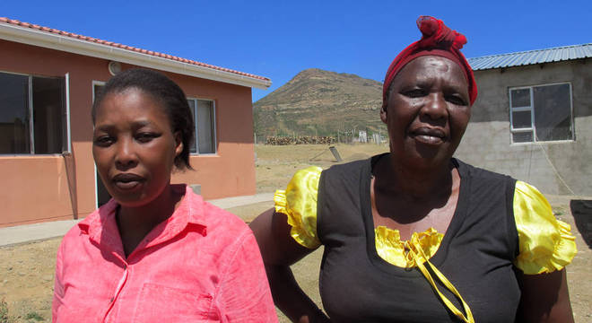 Siphokazi e Nokubonga se apoiaram mutuamente após o ataque