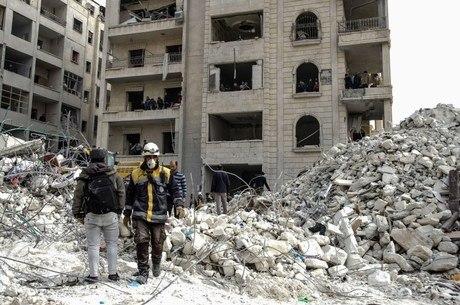 Bombardeios seguem atingindo Idlib, na Síria