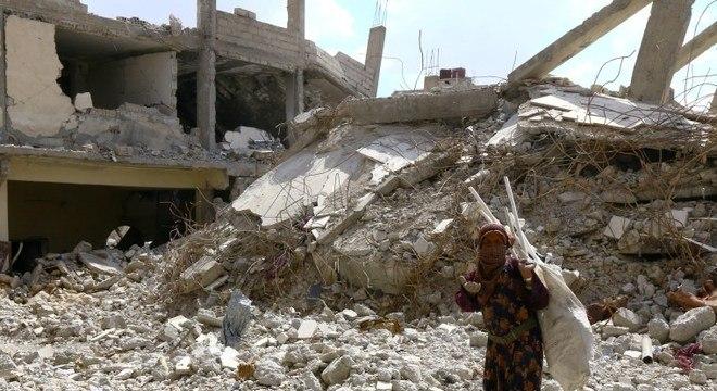 Bombardeios mataram milhares de civis na cidade de Raqqa, na Síria