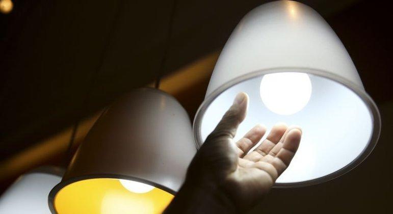 Conta de luz pode ficar até 65% mais barata com inscrição na  tarifa social