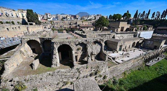 O Vesúvio enterrou o vilarejo de Herculaneum em cinzas e lava