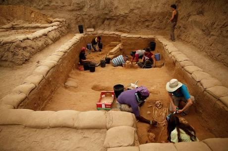 Pesquisa em sítio arqueológico de Israel