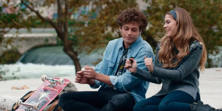 Slam: A Vida Como Ela É (2016): neste romance italiano, o jovem skatista Nick, de 15 anos, tem o sonho de terminar os estudos e tentar a carreira no skate, assim como sua inspiração, Tony Hawk. No entanto, a vida rotineira dele é interrompida quando recebe uma notícia inesperada da namorada