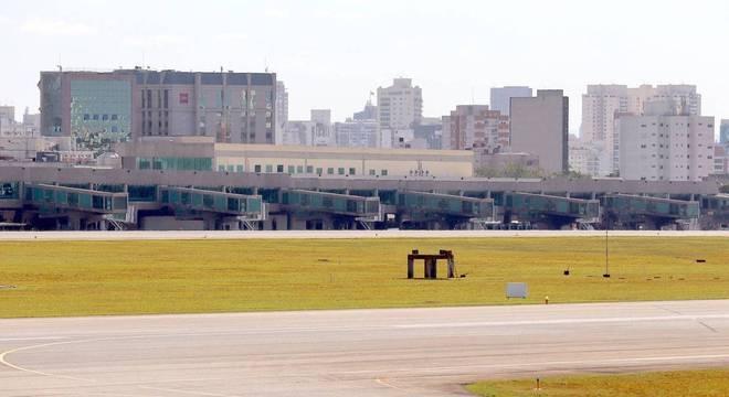 Slots do aeroporto de Congonhas vazios em meio a crise da covid-19