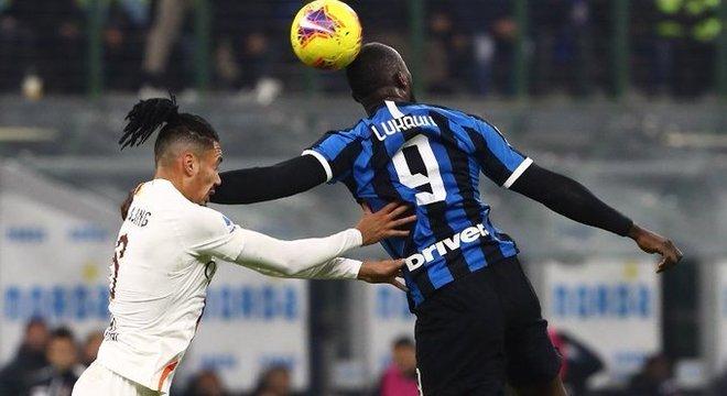 No Calcio, a Inter perde a chance de permanecer folgada na liderança