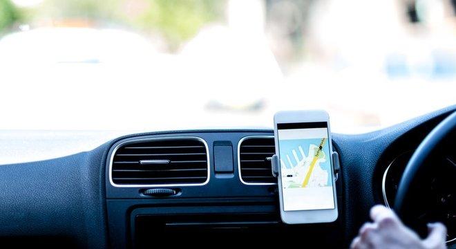 Críticas dos cientistas sociais recaem sobre modo como a tecnologia é utilizada nos apps