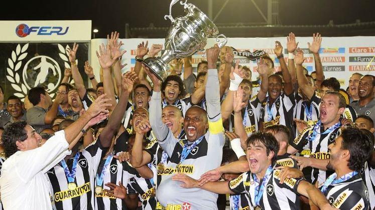 Sob a batuta do novo camisa 10, o Botafogo foi campeão do Campeonato Carioca em 2013. Comandado por Oswaldo de Oliveira, a equipe ainda contava com nomes como Lodeiro, Jefferson e Rafael Marques.