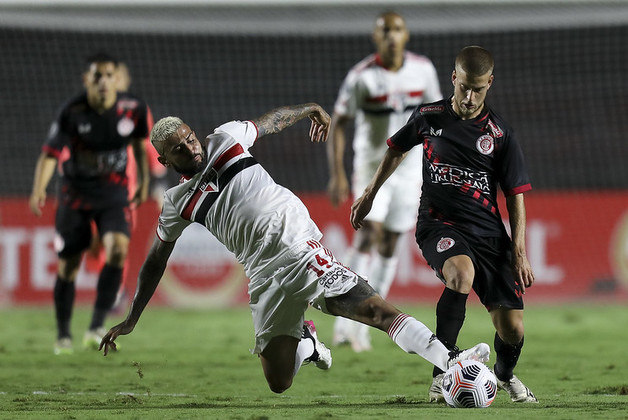 Sob o comando de Hernán Crespo, o São Paulo ficou sem tomar gols por cinco jogos consecutivos, o que não acontecia desde 2007.