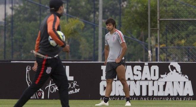 Sob olhares de Jair Ventura, Romero busca encerrar seca de gols