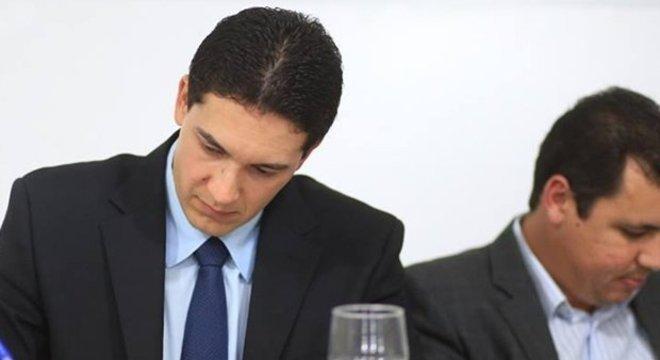 Sob processo de cassação, prefeito de Alexânia é acusado de reagir com intervenções autoritárias