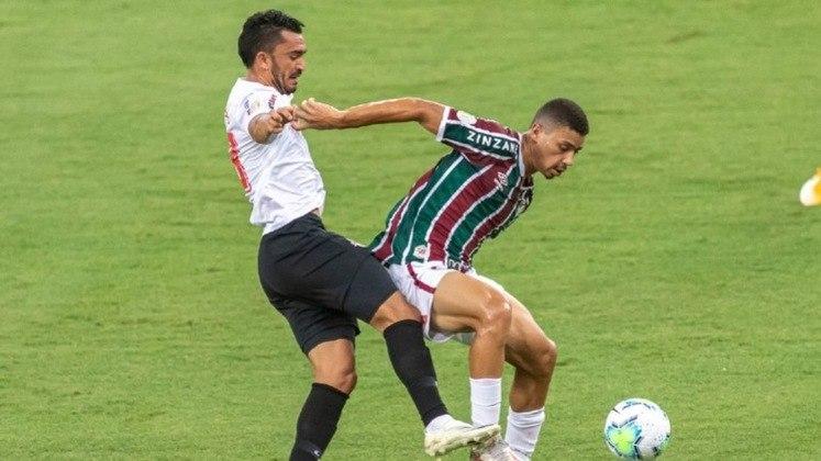 SOBE - Claudinho - O meia foi o principal jogador do Bragantino na partida. Organizando o meio, o jogador conseguiu criar algumas oportunidades na partida e deu muito trabalho para defesa do Fluminense. / DESCE - Segundo tempo - Após uma primeira etapa dominando o Tricolor, o Bragantino diminuiu a intensidade na segunda etapa e pouco assustou.