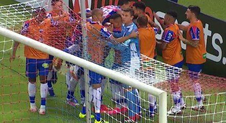 Fortaleza marcou dois logo no primeiro tempo