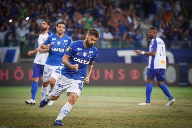 Cruzeiro: 18º colocado na 6º rodada do Brasileirão de 2016 com 5 pontos. Terminou o campeonato em 12º lugar