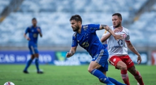 Sobis voltou a ser titular no jogo com o Tombense, mas não teve bom desempenho