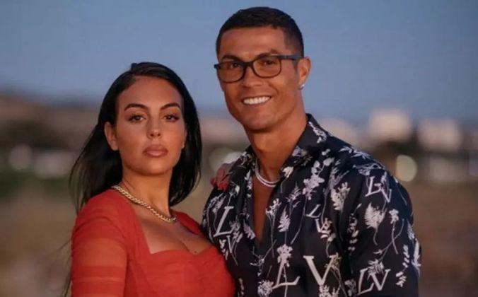 Sobre seus relacionamentos, atualmente Cristiano Ronaldo namora a bailarina e modelo Georgina Rodríguez.