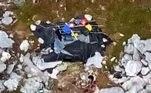 A Guarda Costeira dos Estados Unidos resgatou um trio de náufragos em uma ilha desabitada nas Bahamas. Os dois homens e a mulher estavam por lá há 31 dias e sobreviveram comendo cocos!