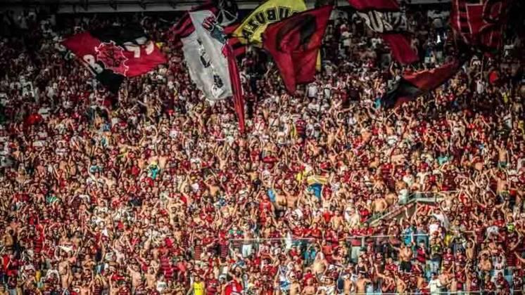 Sócios-torcedores em alta - O ano de 2019 também representou um crescimento no programa de sócio-torcedor do clube, criado em 2013, e que tinha seu melhor número em dezembro de 2017, quando atingiu 122 mil associados na época da final da Copa Sul-Americana. Em 2019, o Flamengo chegou a 150 mil sócios. Com a pandemia, os números abaixaram. Atualmente, de acordo com seu site oficial, o clube conta com 73.665 mil sócios