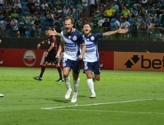 SOL DE AMÉRICA (PAR) – O time do Paraguai passou para a segunda fase após eliminar o Goiás.