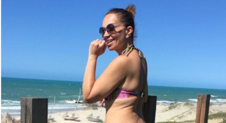 Solange Almeida deixou de compartilhar foto de biquíni por medo de críticas, agora isso mudou