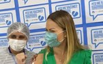 Solange Almeida tomou a primeira dose da vacina contra acovid-19no dia 19 de junho. A cantora compartilhou um vídeo nas redes sociais em que mostra desde a sua chegada ao local da imunização, a conferência de documentos e for fim, a aplicação da dose