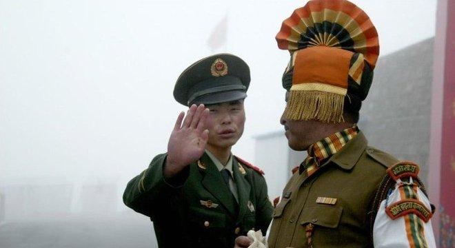 Índia e China entraram em conflito sobre quem possui território no alto do Himalaia