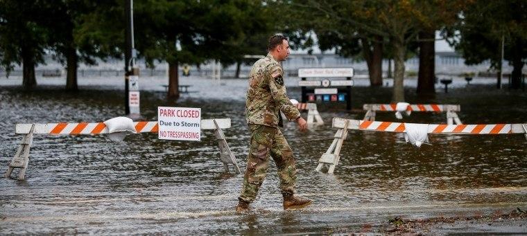 Ventos do furacão Florence chegam ao litoral dos EUA trazendo chuva