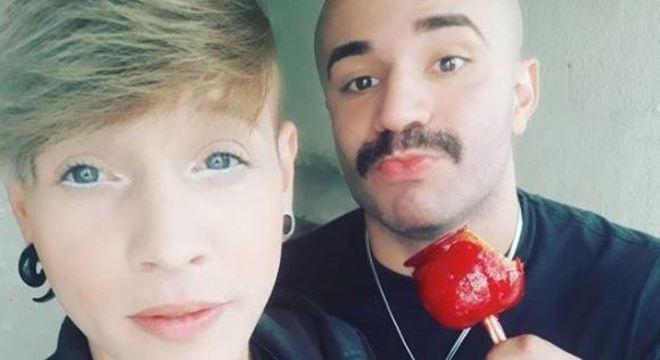 Soldado faria pedido de casamento surpresa com farda em Parada LGBT