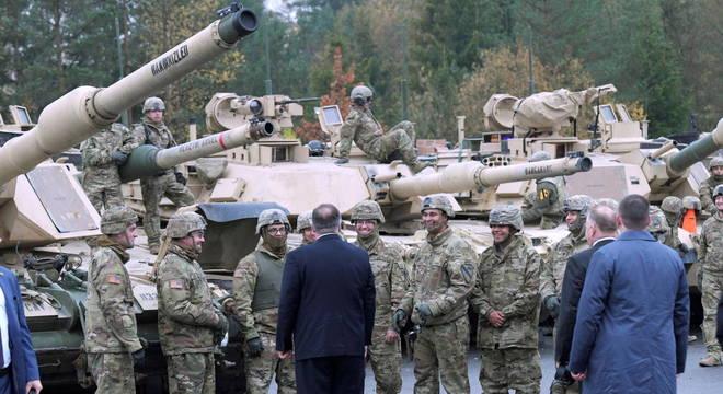 Rússia comemora decisão dos EUA de retirar tropas da Europa
