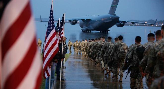Tensão crescente entre EUA e Irã: soldados embarcam para o Oriente Médio