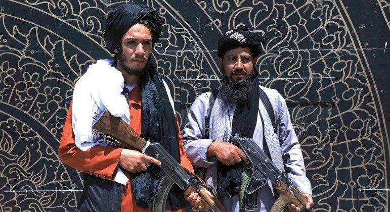 Soldados do grupo extremista Talibã