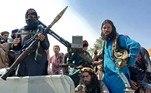 Soldados talibãs chegam a Cabul neste domingo (15)